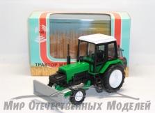 Трактор ДЗ-82 (на базе МТЗ (зеленый, пластик) с передней отвальной навеской 1:43