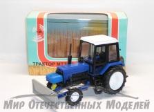 Трактор ДЗ-82 (на базе МТЗ (синий пластик) с передней отвальной навеской 1:43