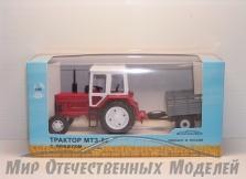 Трактор МТЗ-82 (пластмасса, красный) с прицепом с/х борт СарАвто 1:43