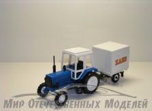 """Трактор МТЗ-82 (пластмасса, синий) с прицепом будка """"Хлеб"""" СарАвто 1:43"""